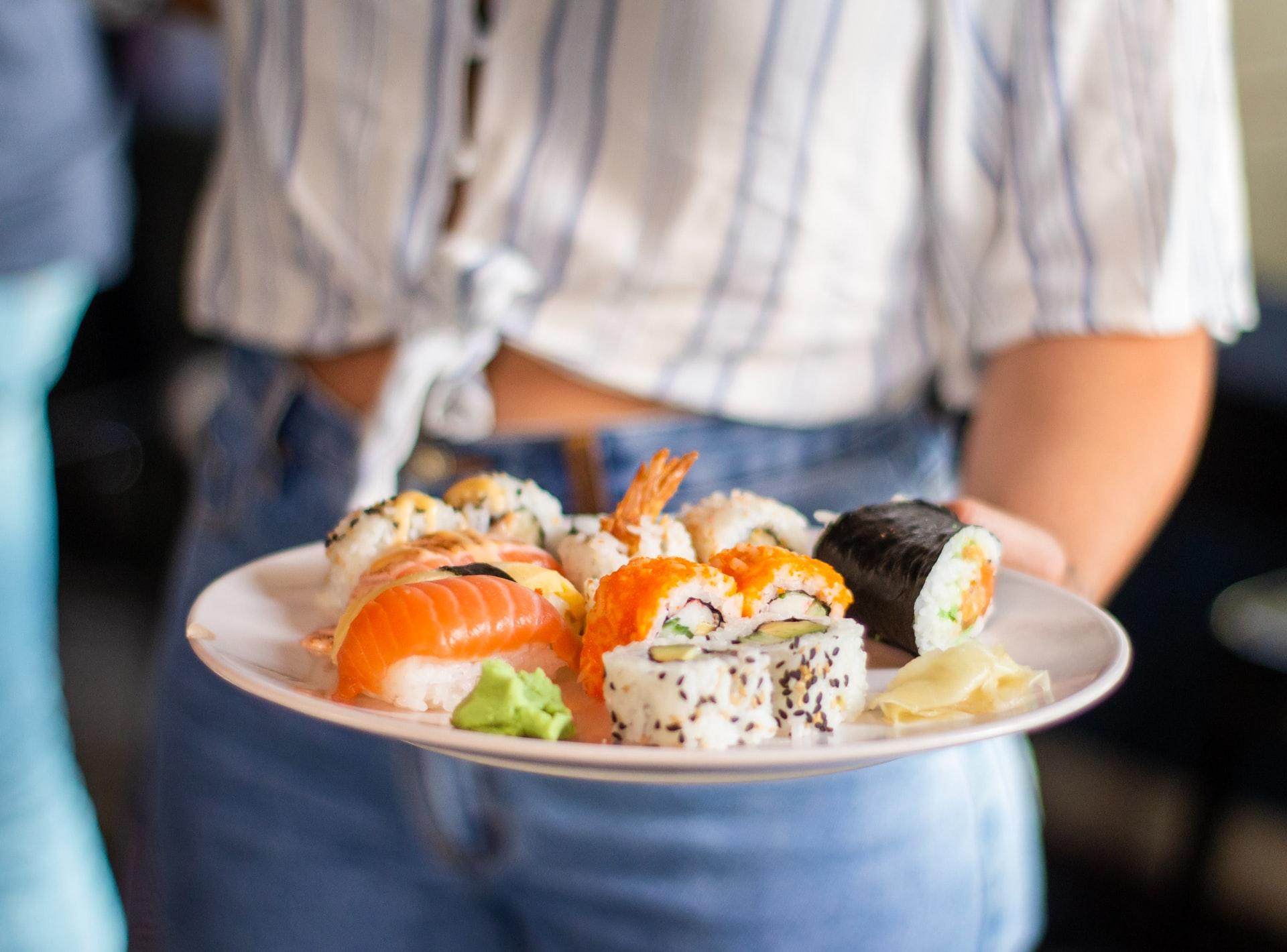 Dosul și donațiile de sushi